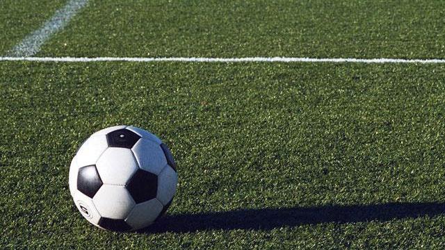 soccer20ball20on20grass20field_1419490.jpg_12827344_ver1.0