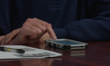 seniors learn how to use smart phones